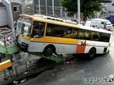 Spektakulärer Busunfall