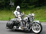 Ritter auf Motorrad