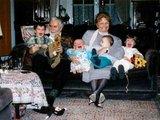 Familienfoto mit den Großeltern
