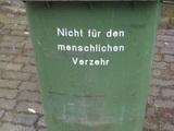 Die Mülltonne oder der Inhalt?